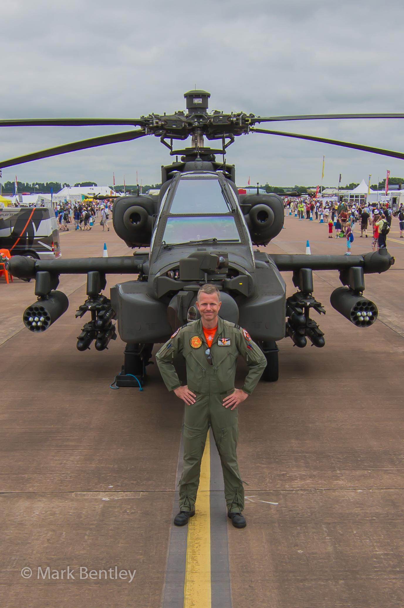 B042Dutch AH-64 & pilot