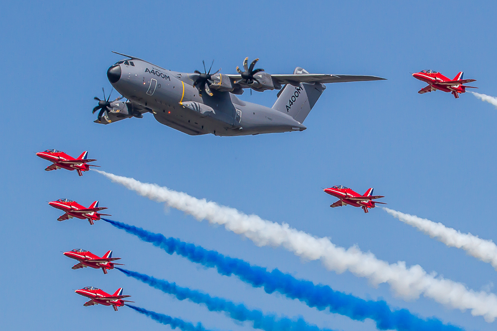 A088 A400m and Red Arrows