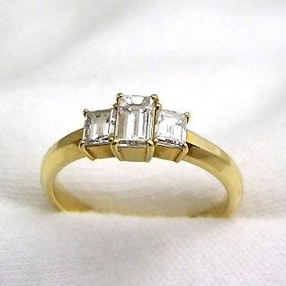 お洒落な普段使いも出来る婚約指輪