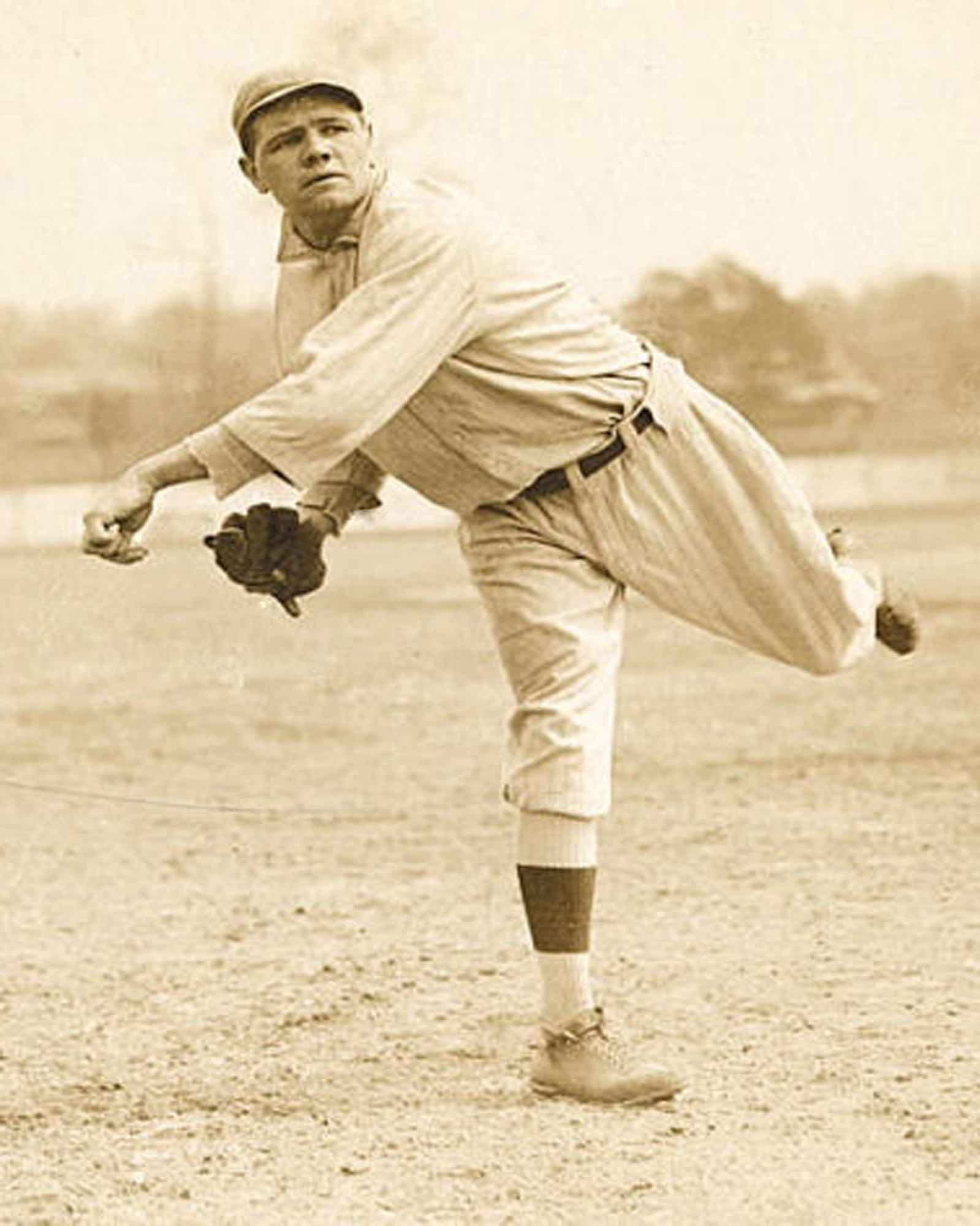 1915 Babe Ruth pitching