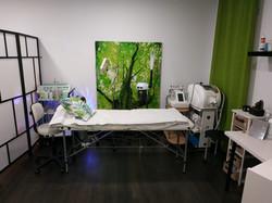 Sala de tratamientos faciales y depilación láser.