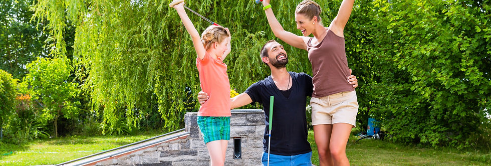 family-playing-miniature-golf-outdoors_e