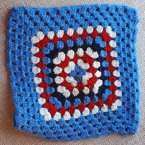 Hand Made Square Pan Mat red/white/Blue 23cm