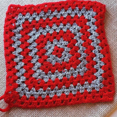 Hand Made Square Pan Mat red/silver 23cmpan