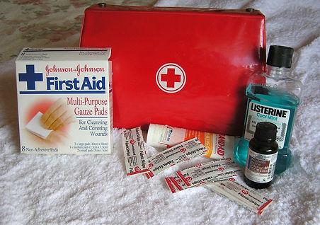 first-aid-2553789_1920.jpg