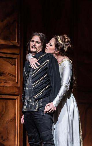 0396 Gyula Nagy as Hamlet, Jacquelyn Stu