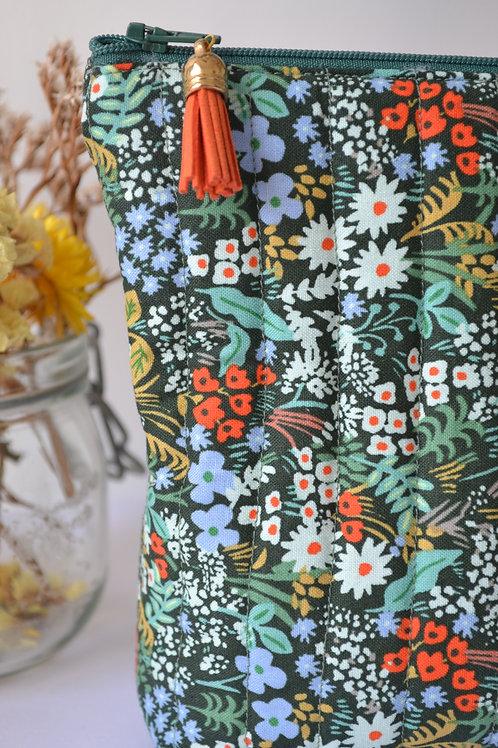 Trousse matelassée motif floral vert