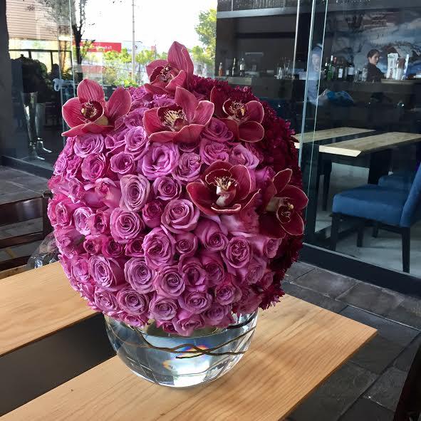 Esfera ( 170 Rosas/ Orquídea )