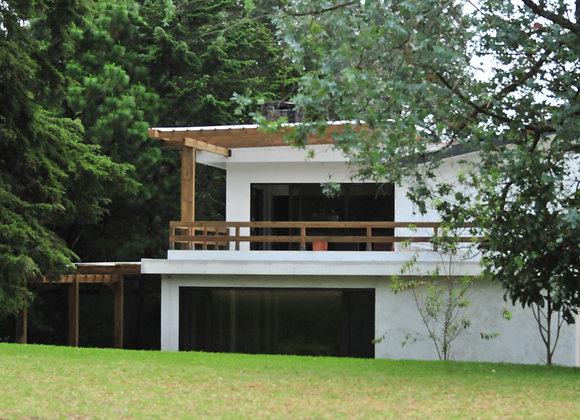 Pérgola en terraza c/baranda de madera horizontal