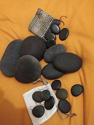 Pierres basaltiques de massage aux pierres chaudes.jpg