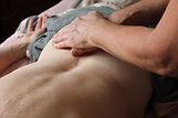 geste massage hypothénuse du sacrum