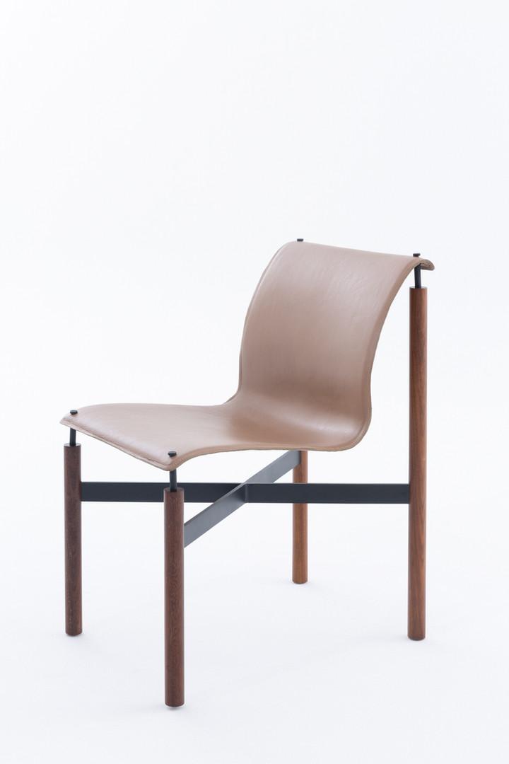 cadeira max lado still.jpg