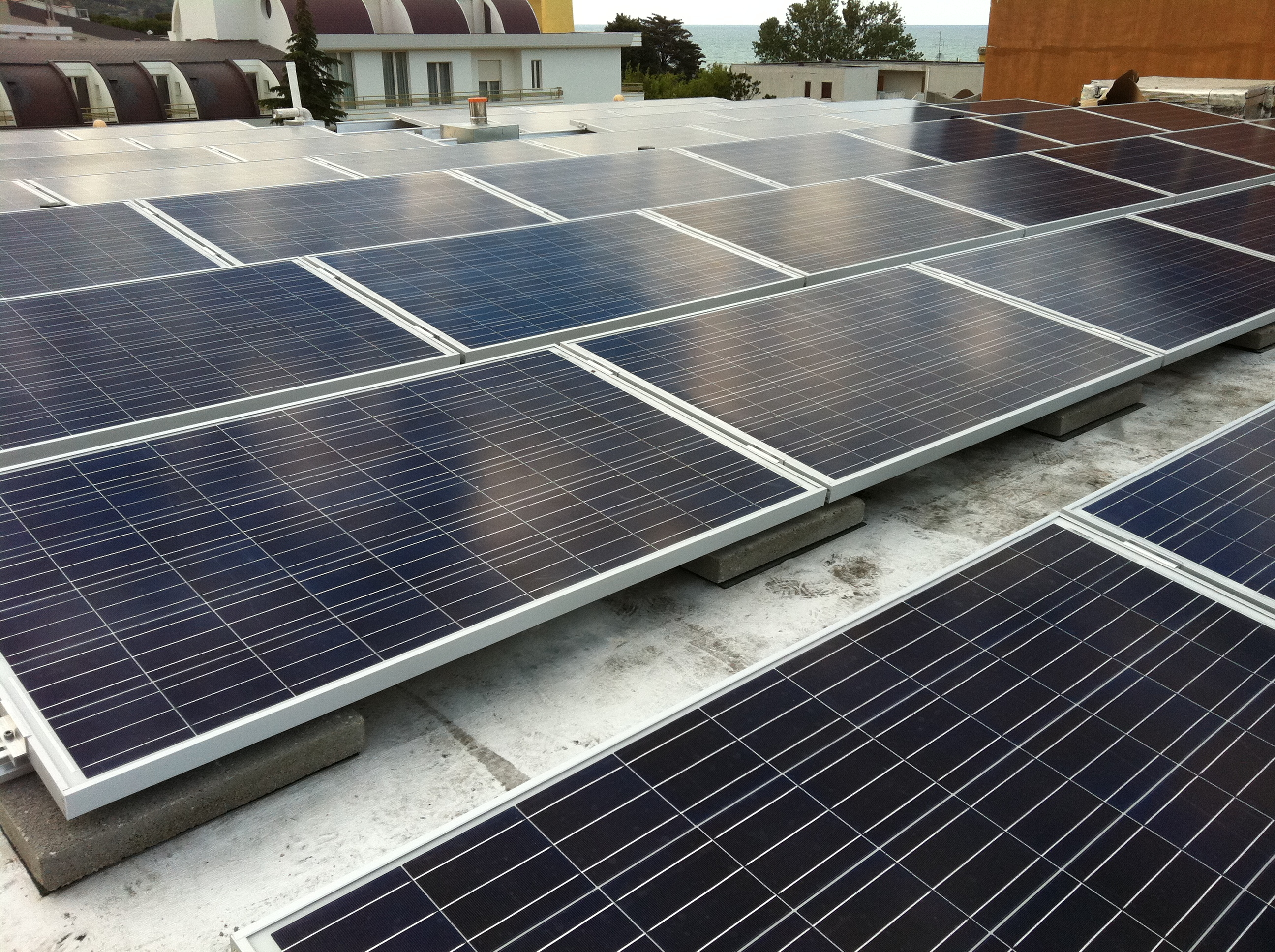 Solar fotovoltaica de conexión a red