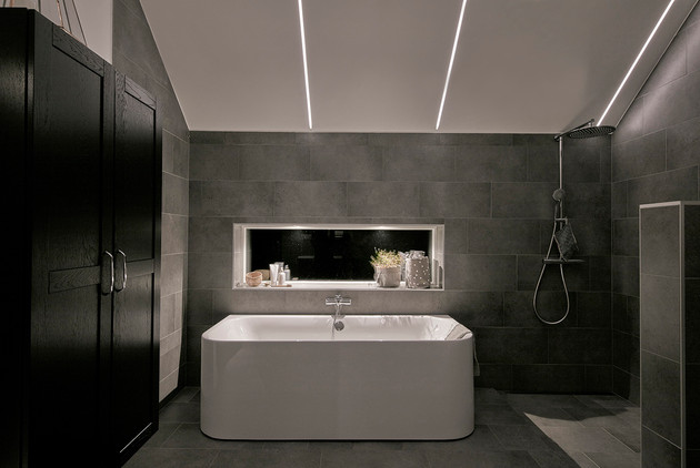 Bathroom with modern ceiling