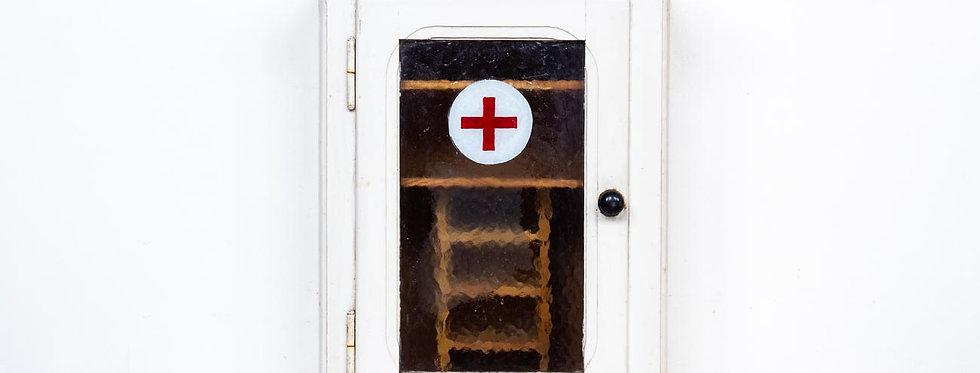 vintage medical cabinet red cross medicijnkast medicijn apotheker apothekers apothekerskast
