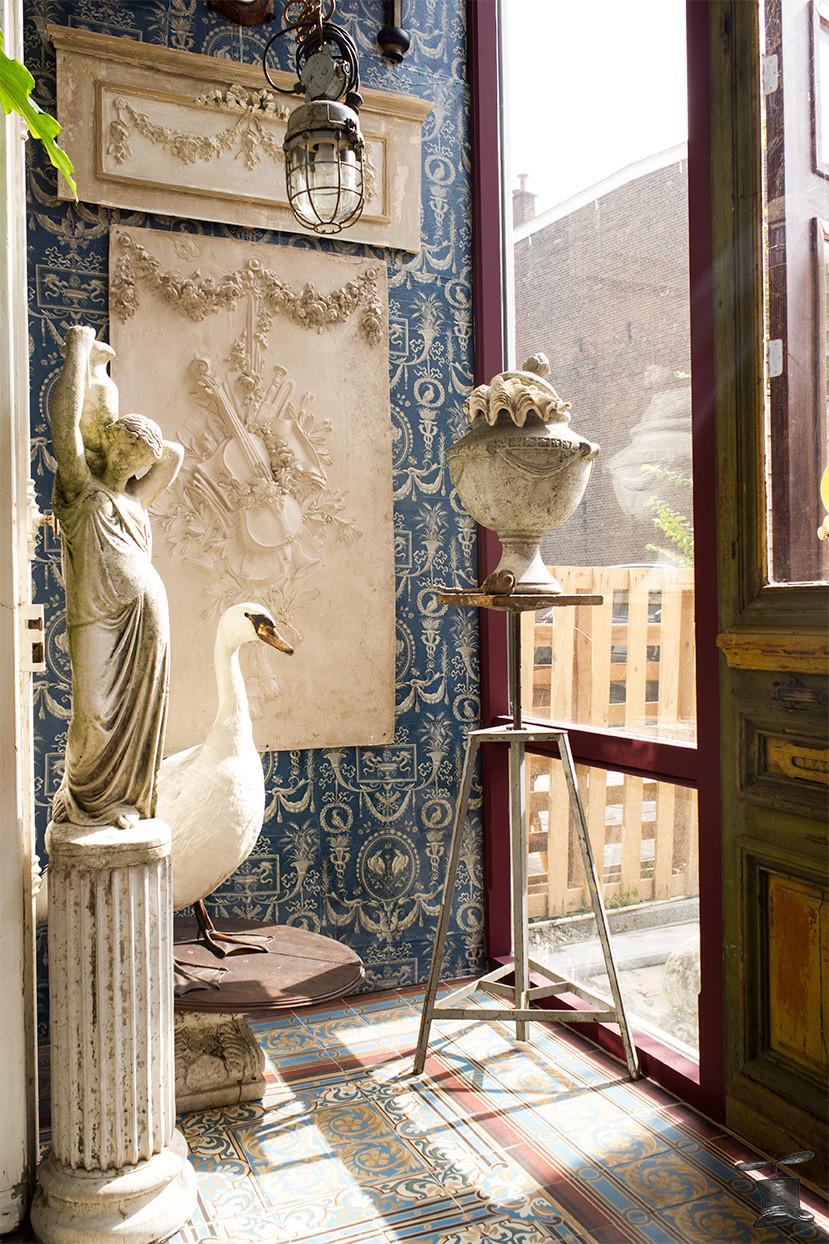 Antiek woondecoratie tuinmeubelen brocante vintage industrieel kooilamp decoratie inrichting taxidermie taxidermy zwaan swan  propeller propellerhome