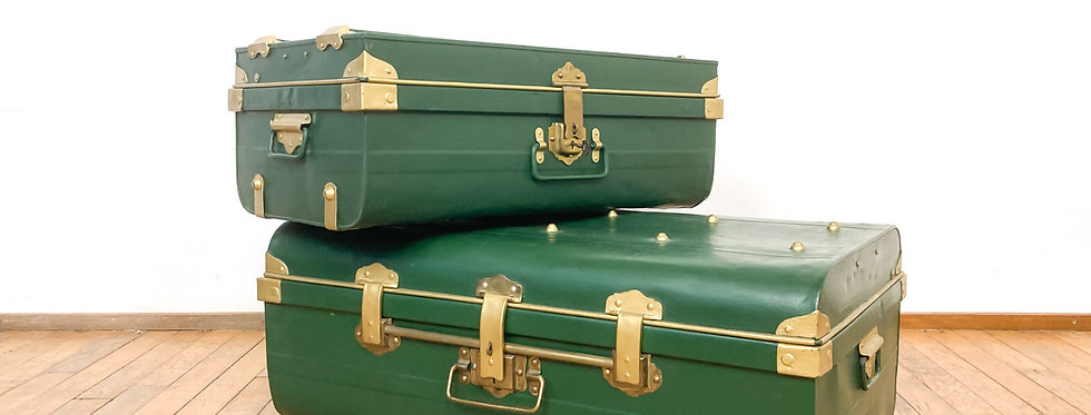 set antieke metalen reiskoffers trunks Best steel trunks groen metaal goud messing