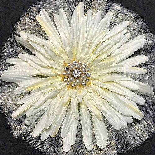 Medium white/pale yellow flower with pearl center