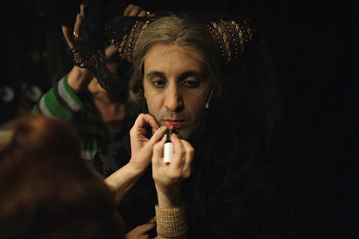 יניב ביטון מאחורי הקלעים בתיאטרון הקאמרי בהצגות סיראנו וקברט צילום יקיר פולק