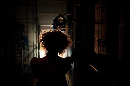 כינרת לימוני מאחורי הקלעים בתיאטרון הקאמרי בהצגות סיראנו וקברט