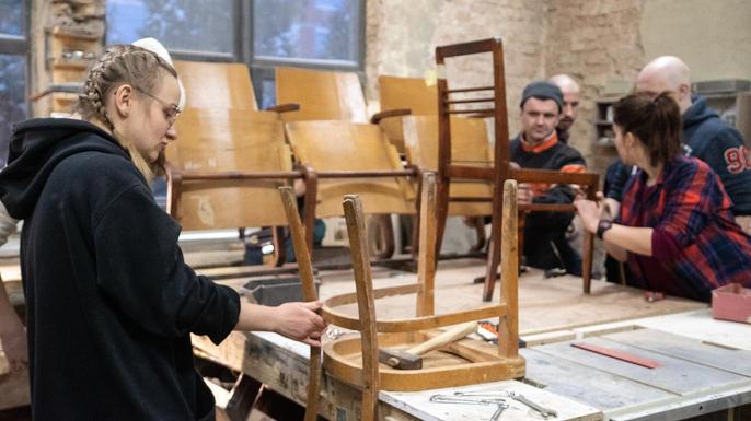 Початок роботи в деревянній майстерні