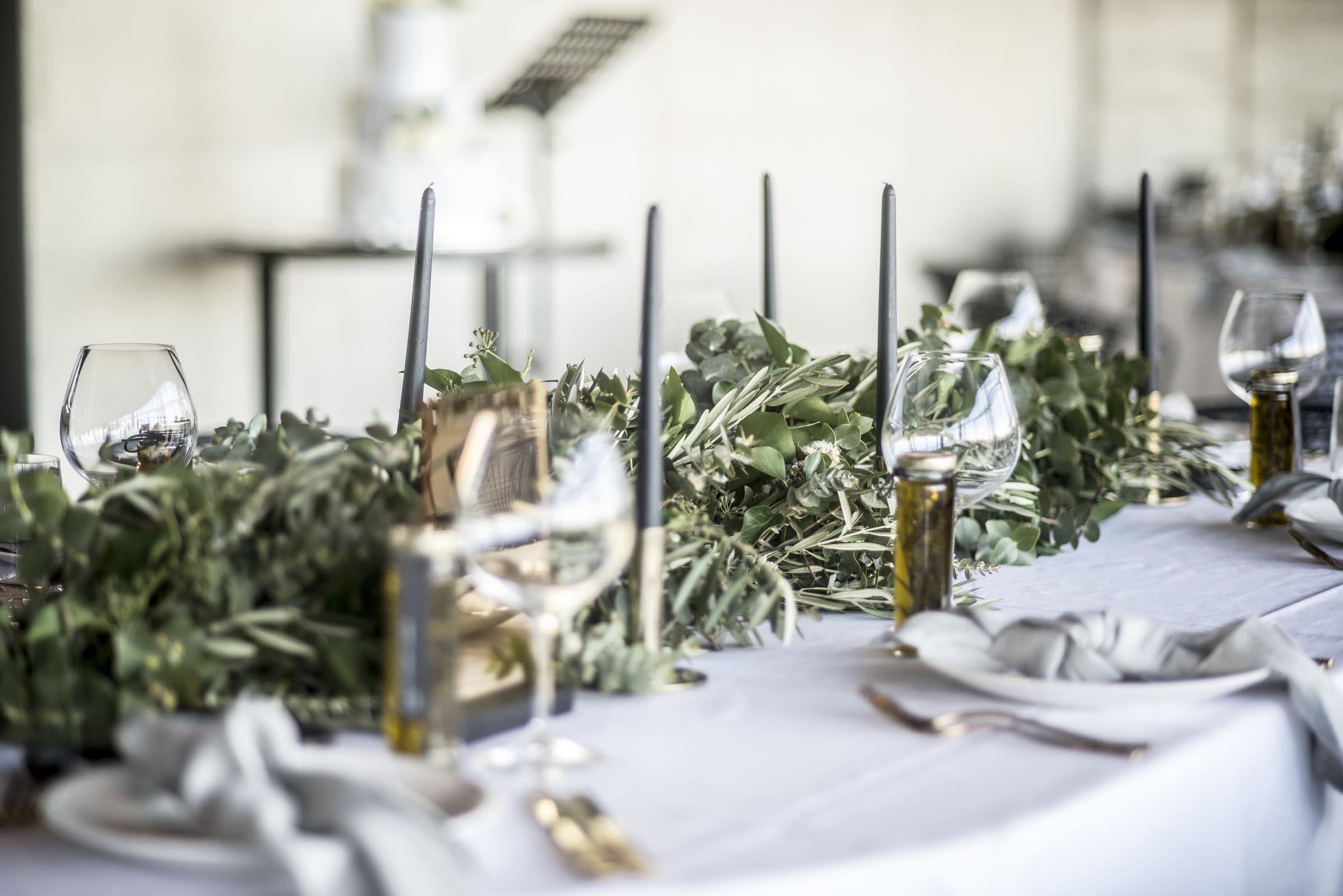 Gum & olive table garland