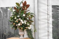 Feature urn arrangement