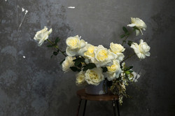 Rose guest table arrangement