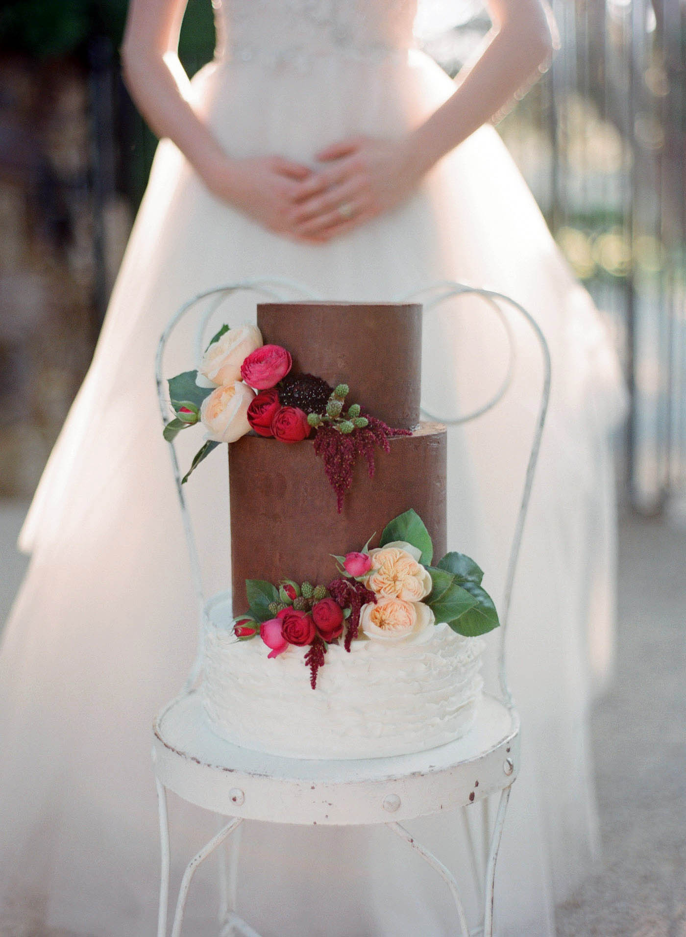 Floral wedding cake decoration