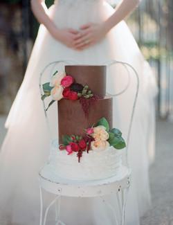 Fresh flowers - wedding cake