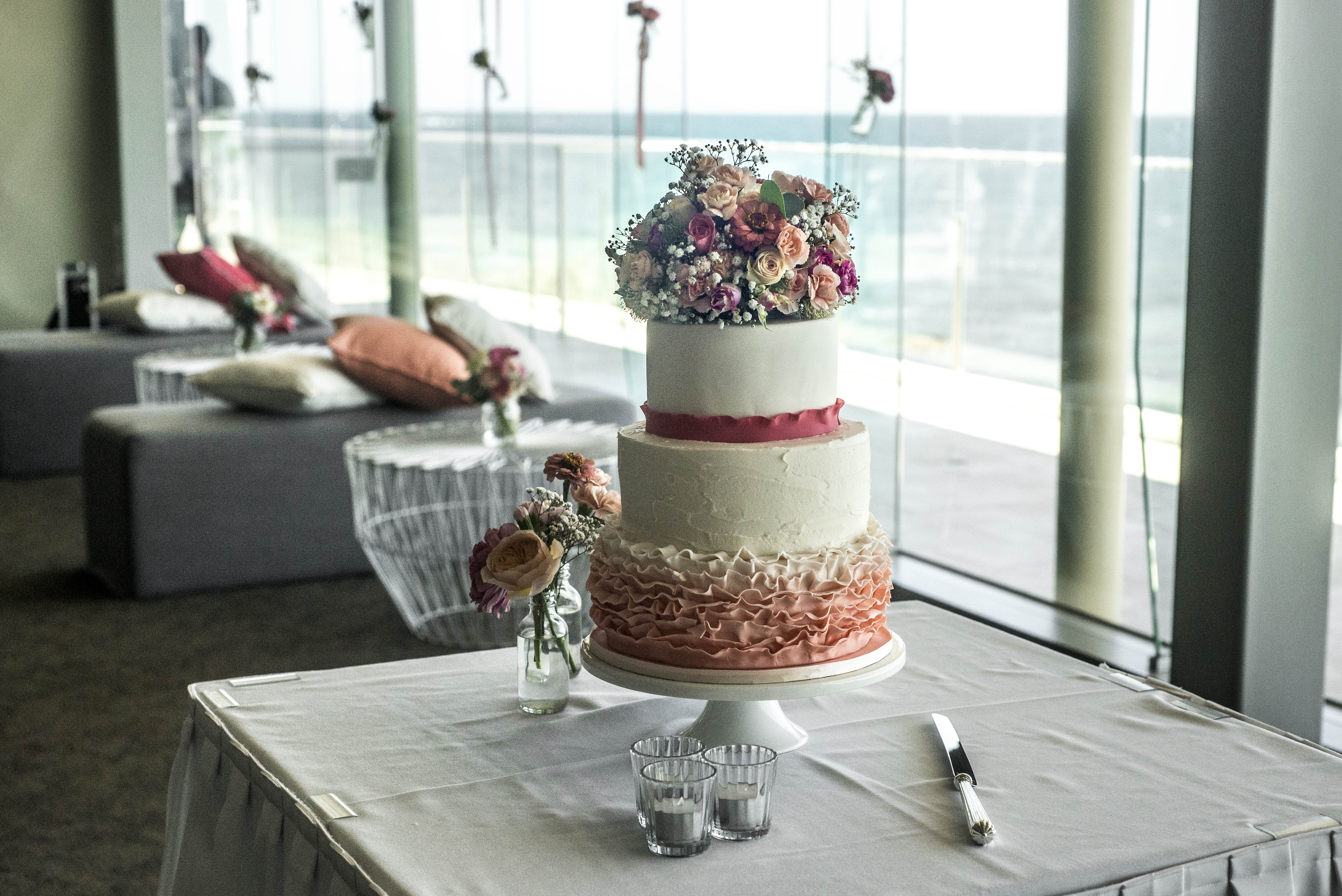 Pink wedding cake flowers