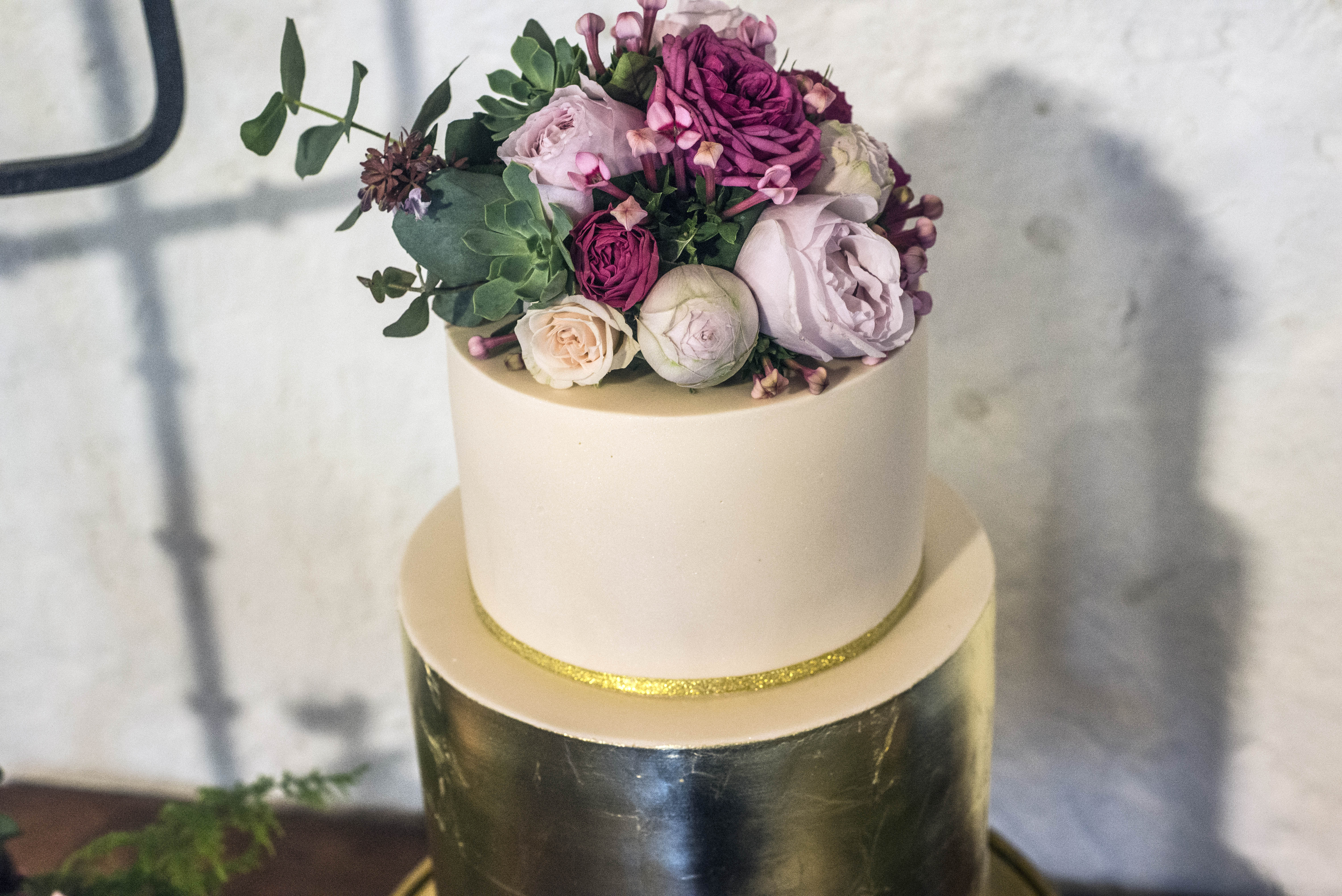 Fresh flower wedding cake topper