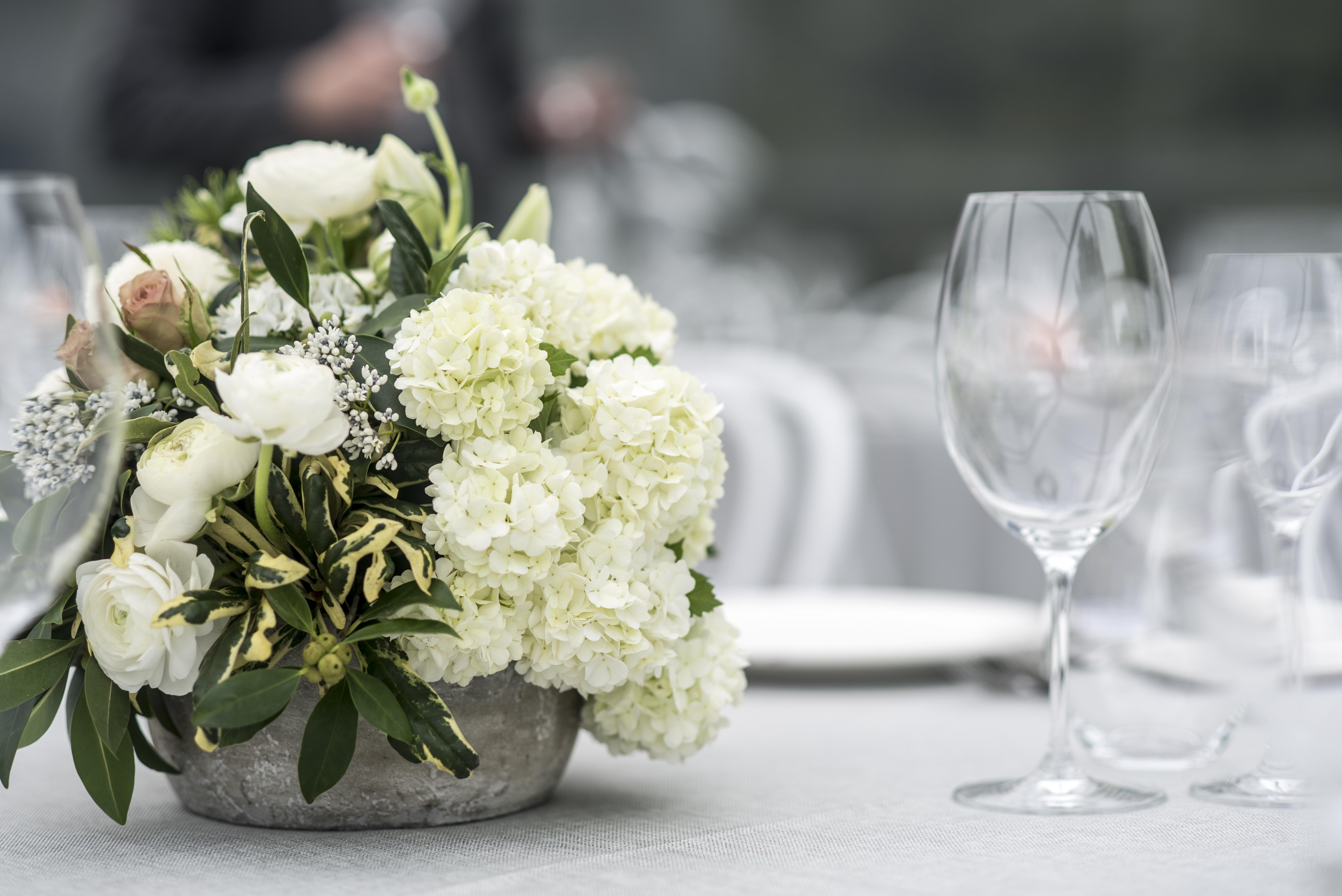 Cream & green low guest table centrepiece