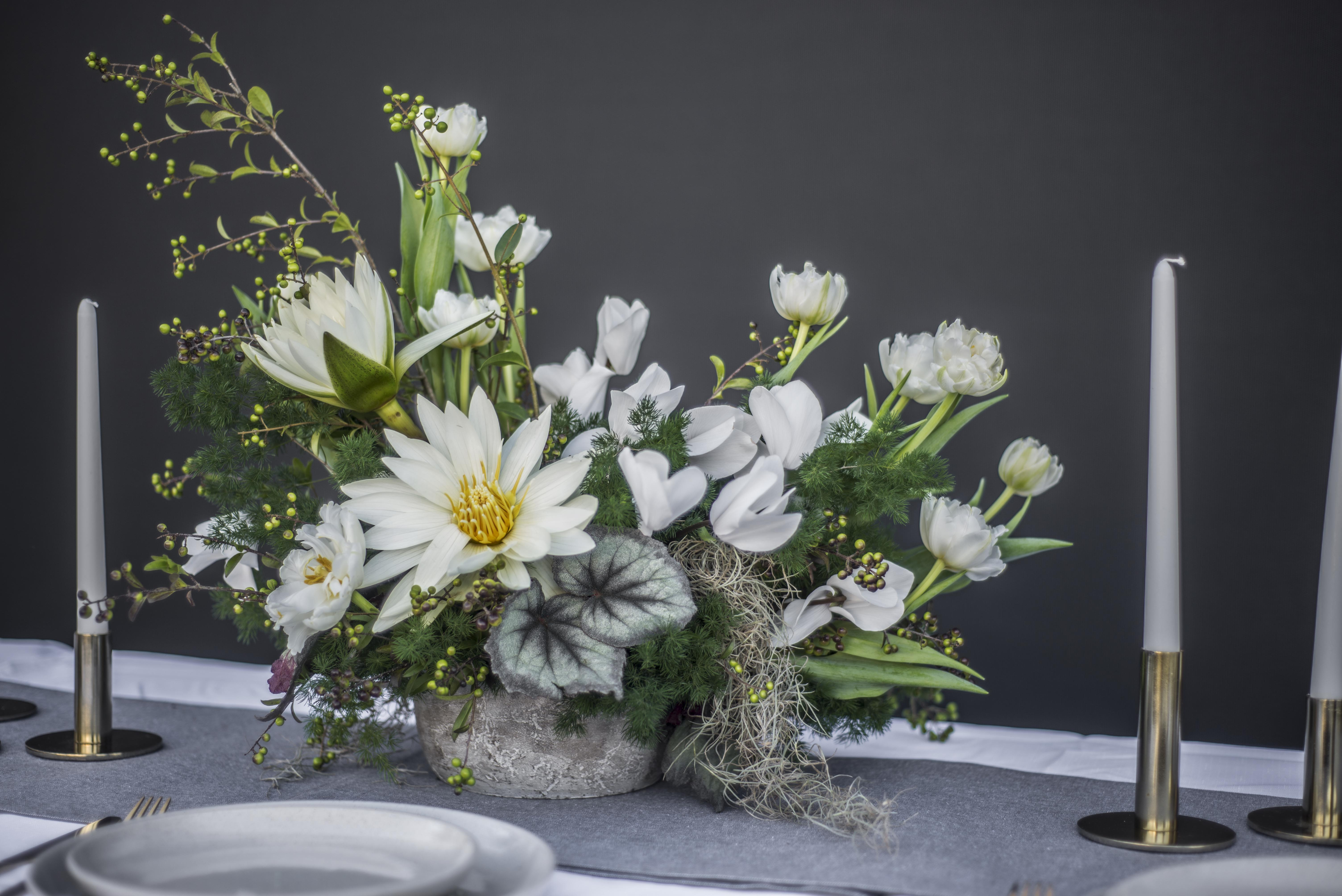 Asymmetric flower arrangement