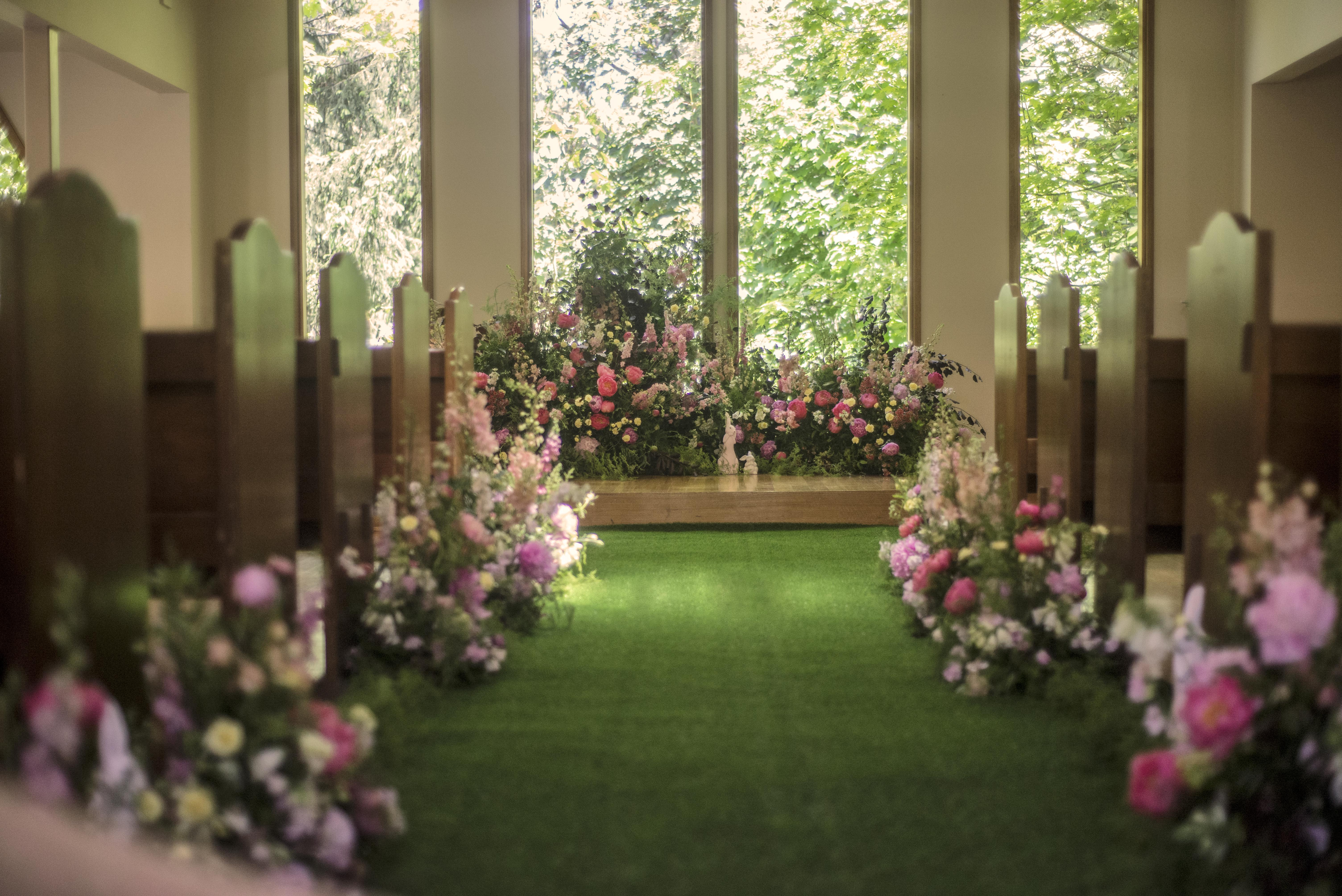 Garden inspired ceremony flowers