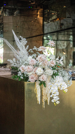 Wild unstructured feature flowers