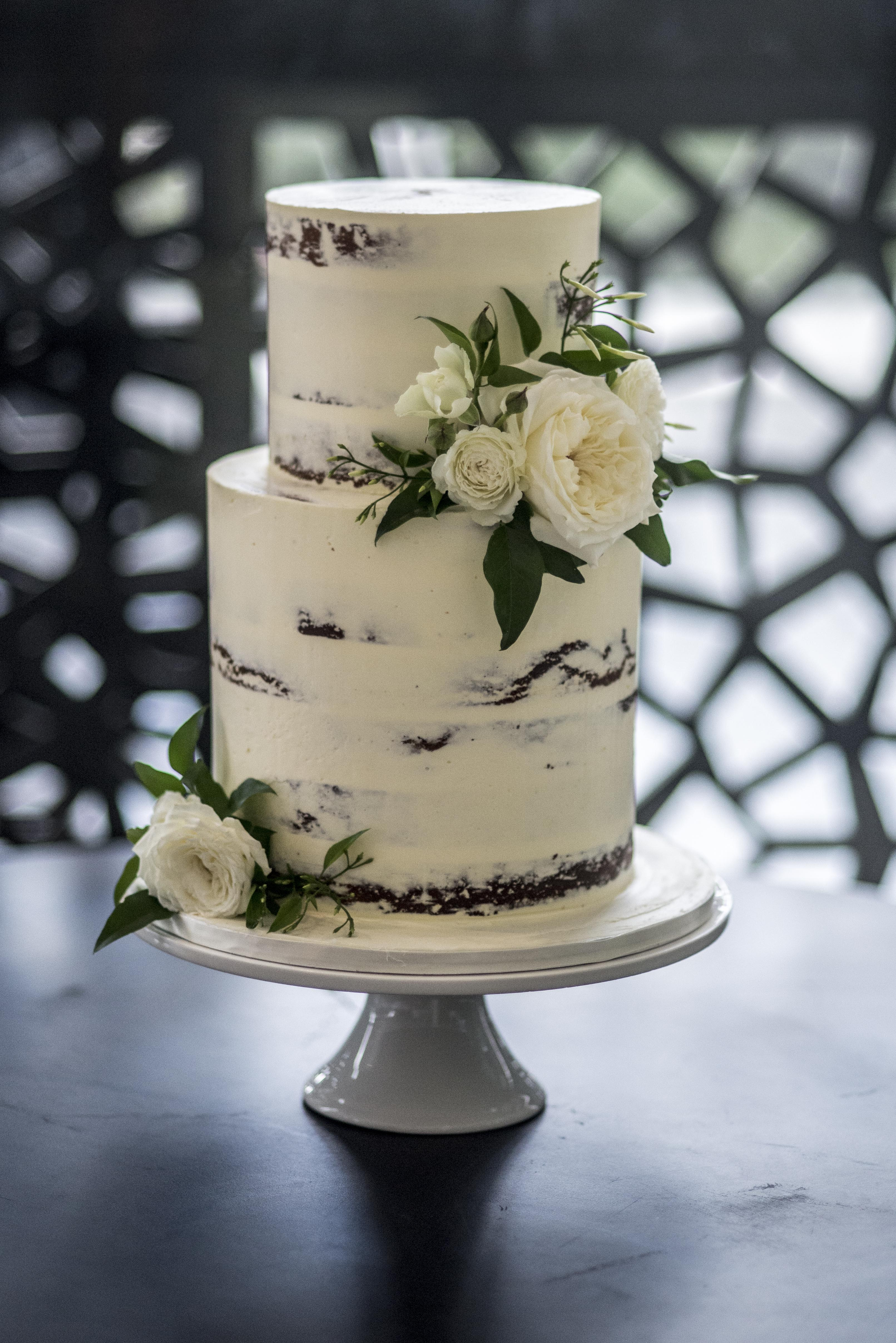 Naked cake with cream David Austins