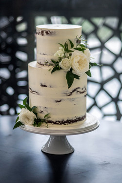 Naked cake with cream David Austins