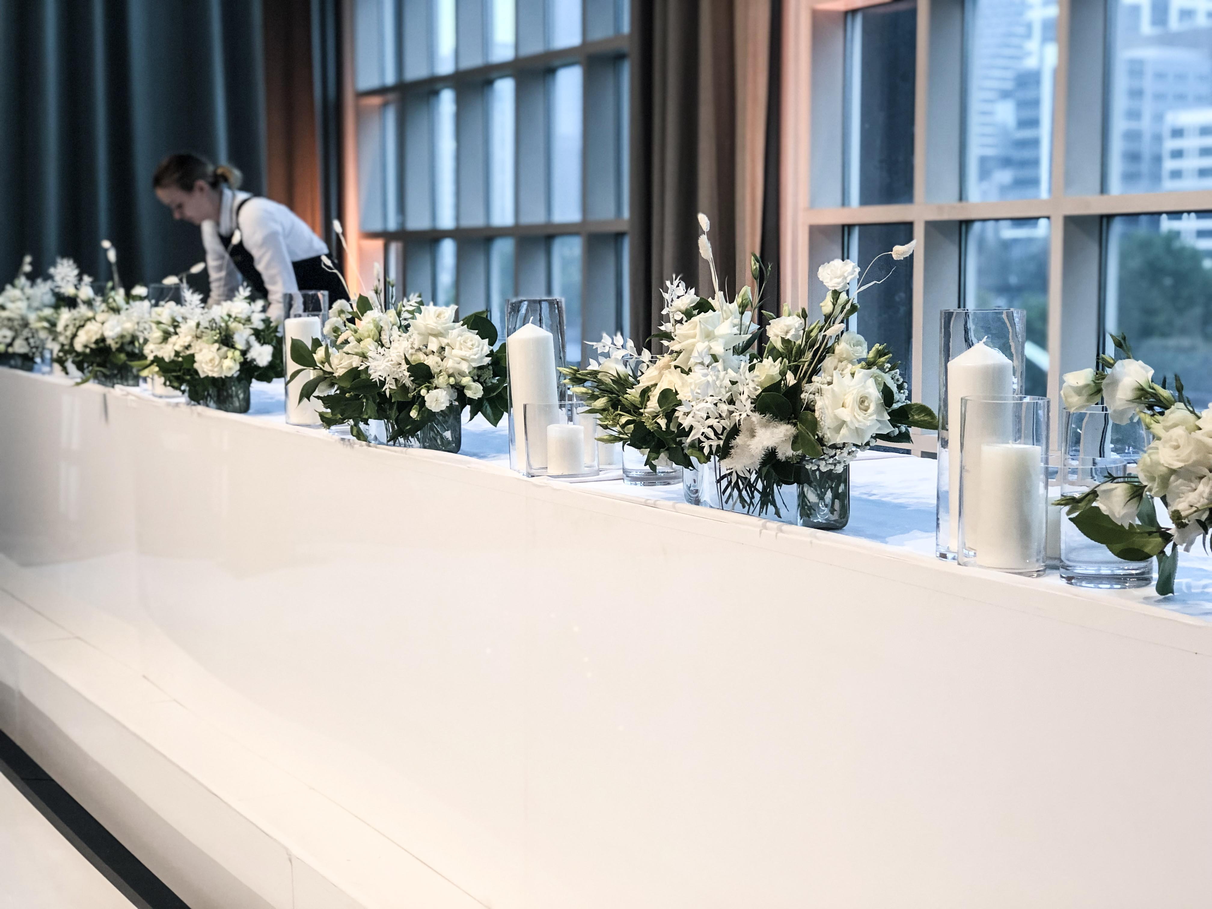 Bridal table trough vases