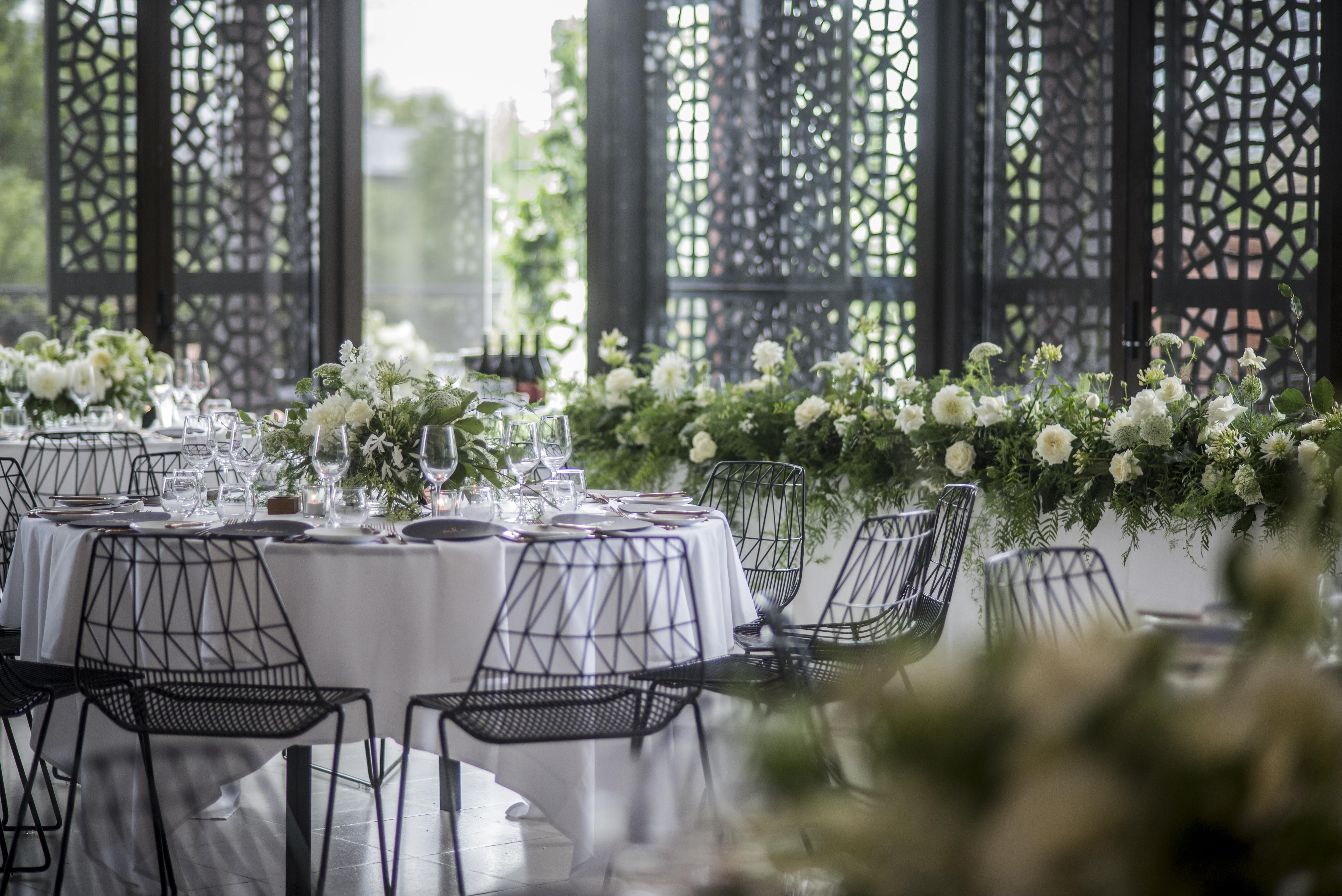 Lush & wild bridal table garland