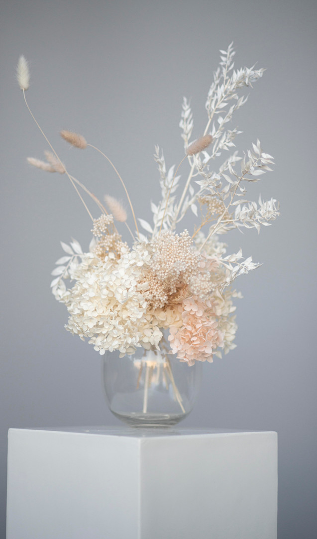 Dried guest table centrepiece