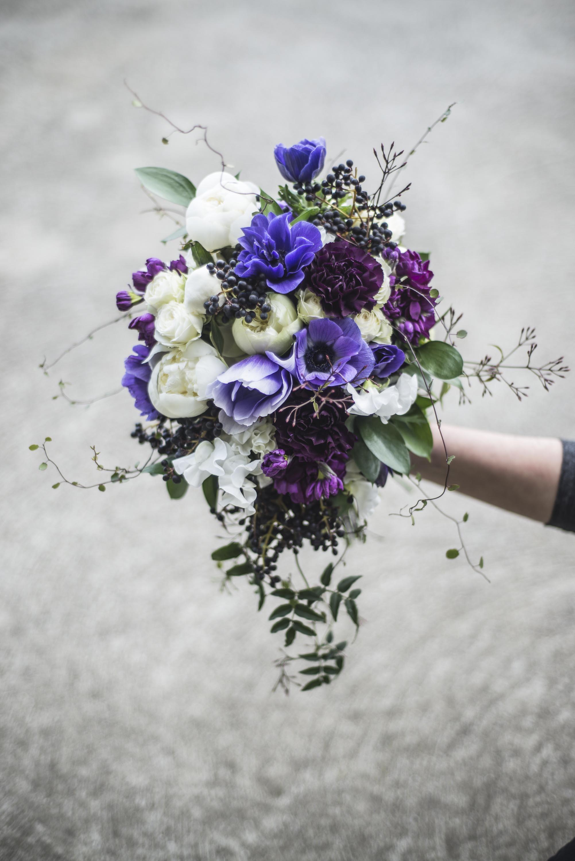 Modern cascading bouquet