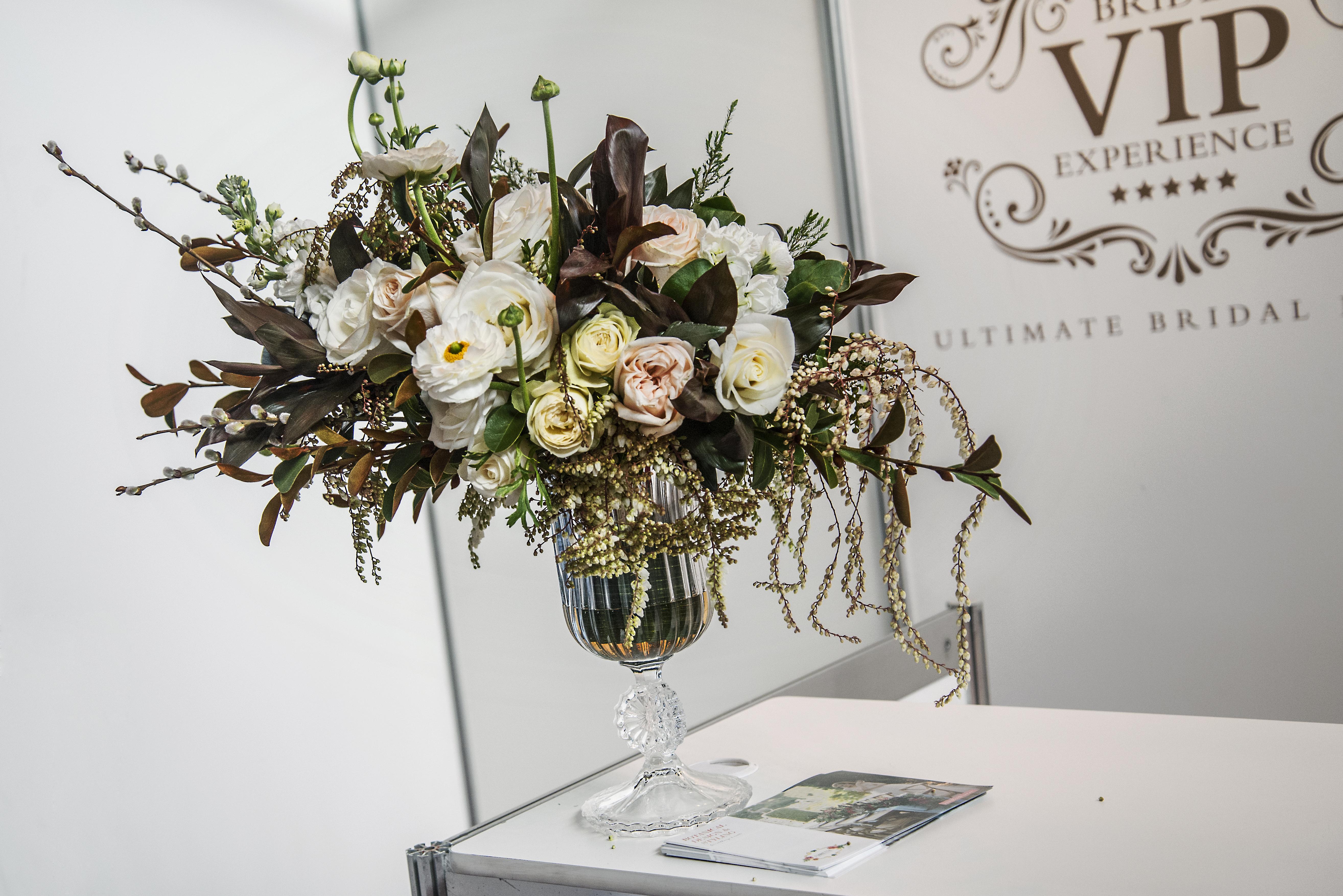 Asymmetric floral arrangement