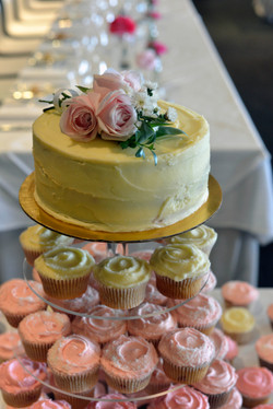 Fresh flower cake topper