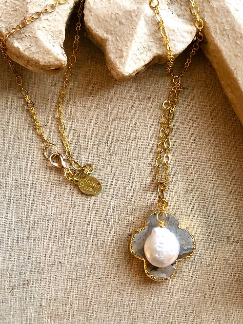 Agate clover and Pearl Necklace