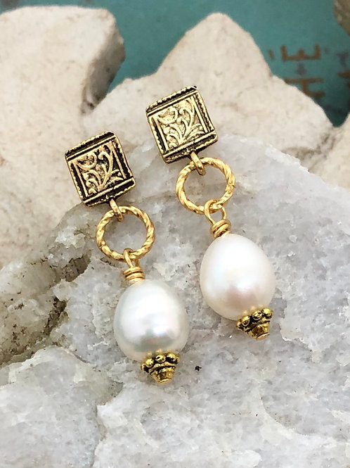 Acanthus Pearl Drop earring