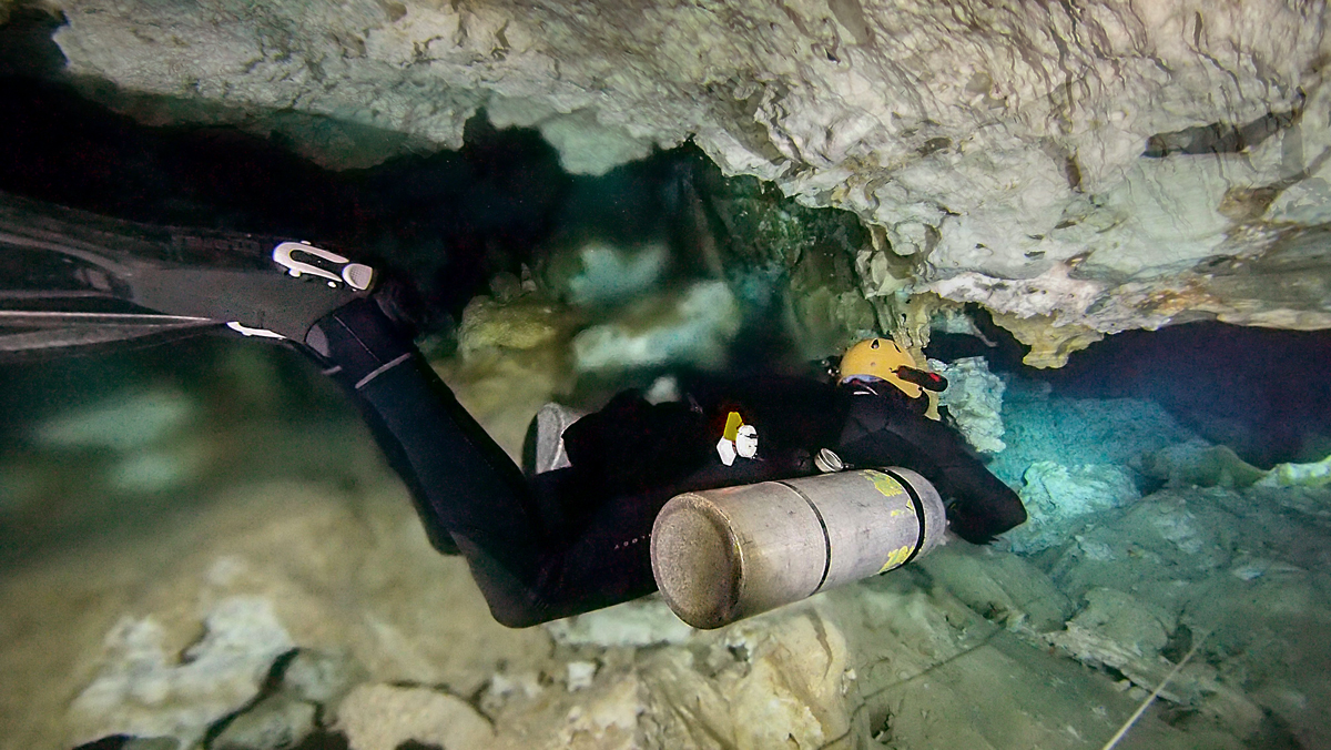 Overhead diving with sidemount