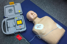 AED Training with manikin