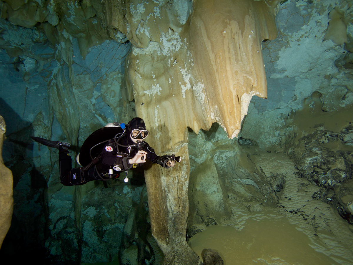 Cave dive training