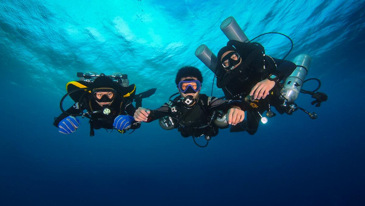 Three scuba configurations